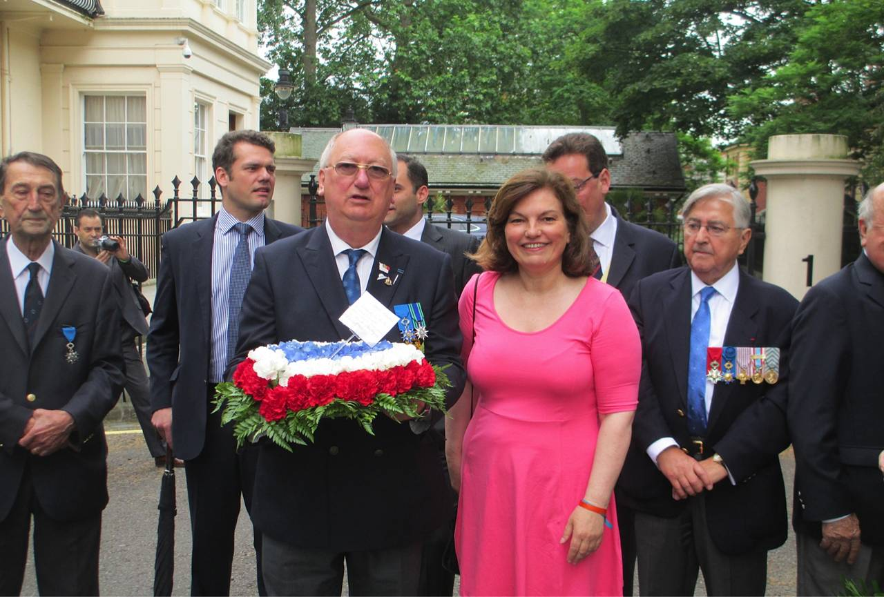 Anne Faure, President of the Fedération des Associations Francaises en Grande Bretagne (FAFGB), with Simon Horsington, Vice-President d'honneur founder of the FBLS